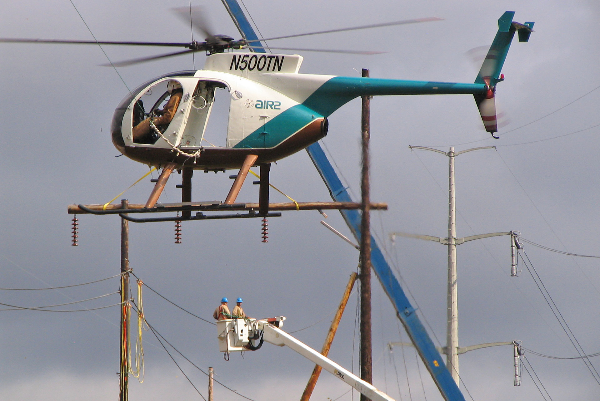 Air2 - Helicopter-Assisted Utility Construction and Maintenance